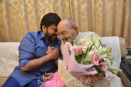 Chiranjeevi meets and congratulates Kasinathuni Viswanath on being conferred the Dadasaheb Phalke Award