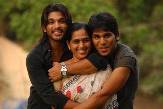 Allu Arjun with his mother and brother Allu Sirish