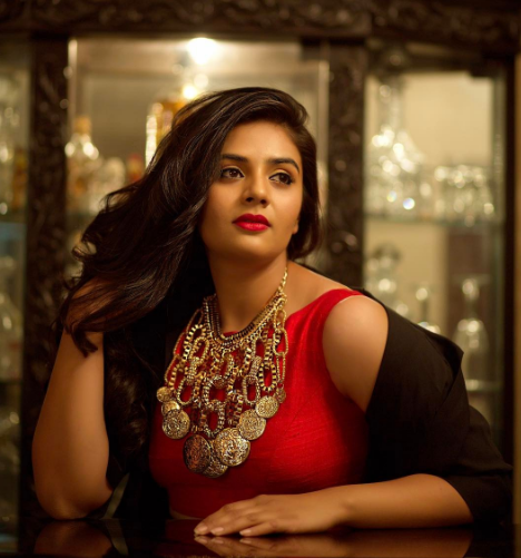 Sreemukhi sporting the accessories