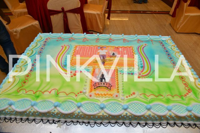 The huge cake gifted by his fans