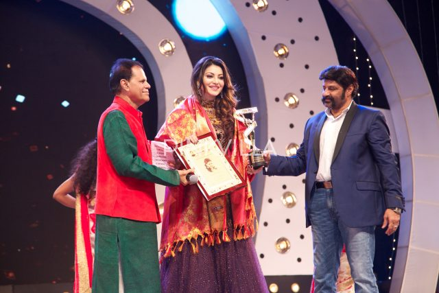 T Subbirami Reddy and Balakrishna present the award to Urvashi rautela