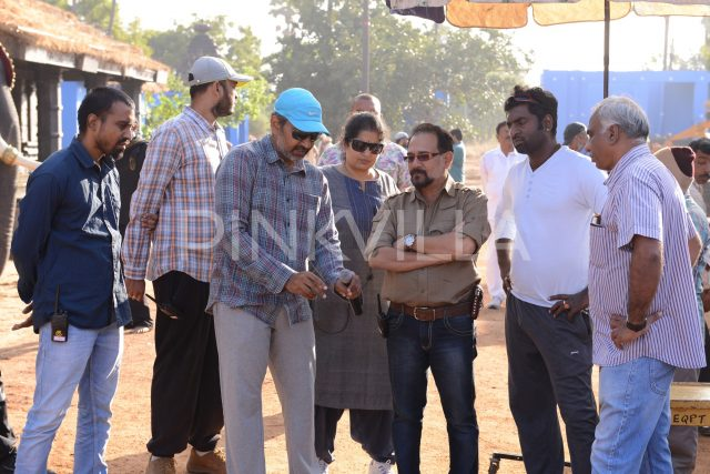 Director S S Rajamouli in discussion with Sabu Cyril and KK Senthil Kumar