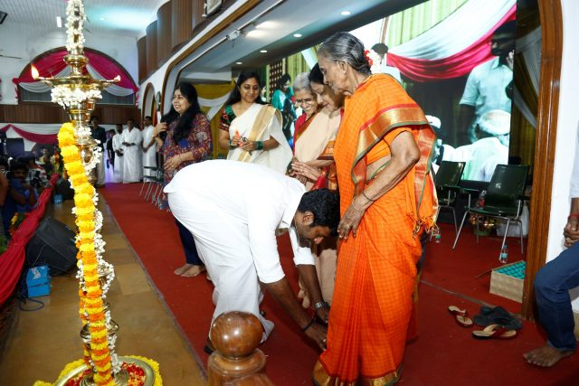 Vishal seeking the blessings of his mother