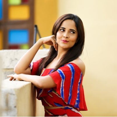 Anchor Anasuya meets with an accident: Escapes unhurt