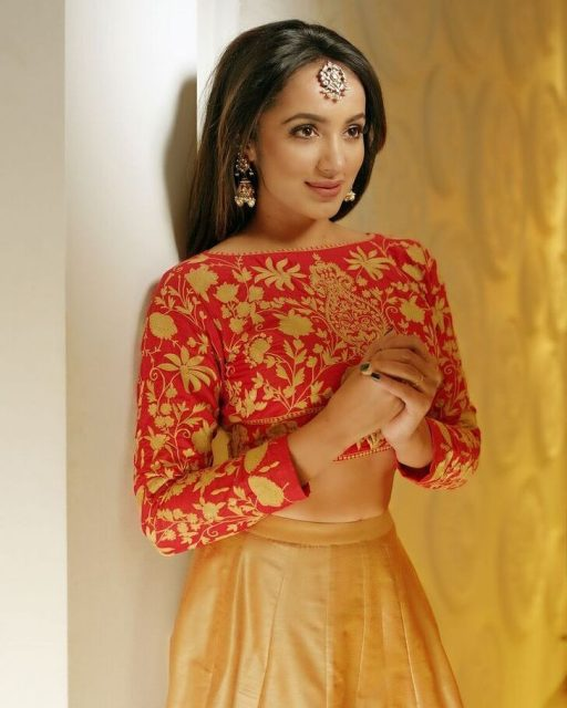 Tejaswi Madivada's dance movies to this Baahubali song are peerless