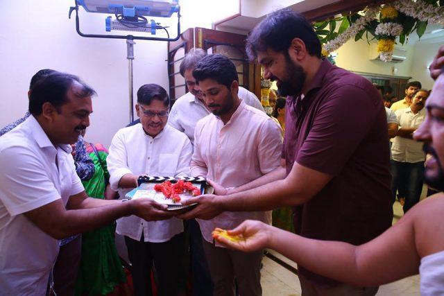 Allu Arjun's next film with Vakkantham Vamsi titled Naa Peru Surya