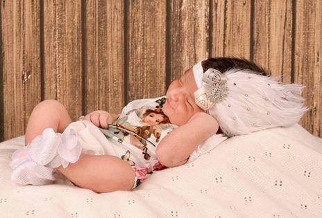 ये है अदनान सामी की क्यूट सी बेटी मदीना की पहली तस्वीर