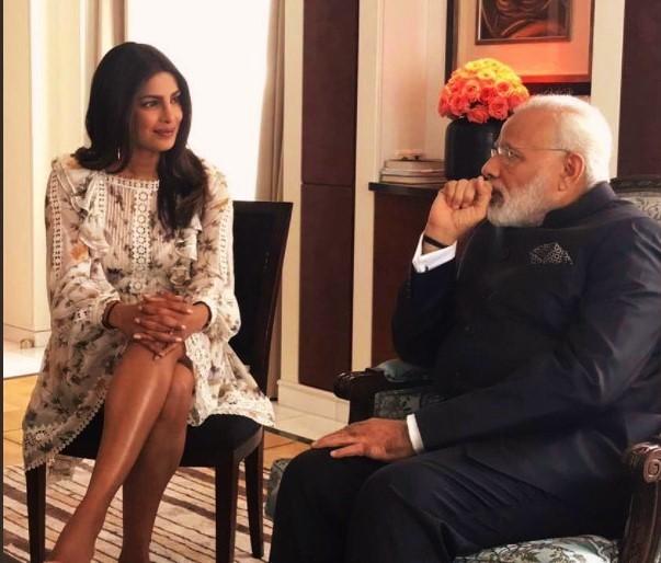 प्रधान मंत्री नरेंद्र मोदी और उनके समक्ष 'असभ्य' पोशाक विवाद पर कुछ ऐसा था प्रियंका का जवाब