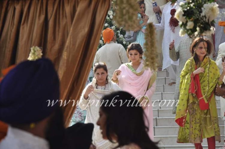 हरे रंग के सूट में अक्षय कुमार की बहन अलका भाटिया