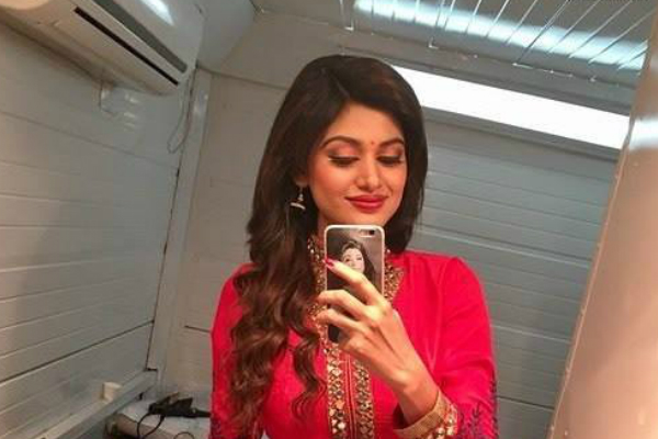 After opting out of Bigg Boss Tamil, Oviya will appear in a cameo in Vishnu Vishal-Regina Cassandra starrer Silukkuvarupatti Singam