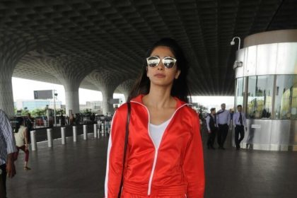 Photos: A lively Pooja Hegde at the Mumbai airport
