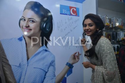 Photos: An elegant Rakul Preet Singh attends the opening of a showroom