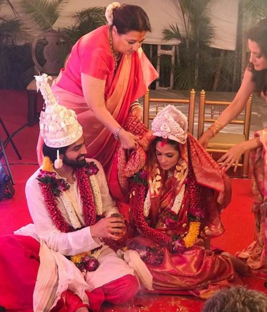 रिया सेन और शिवम तिवारी ने करीबी दोस्तों और परिवार की उपस्थिति में की शादी!