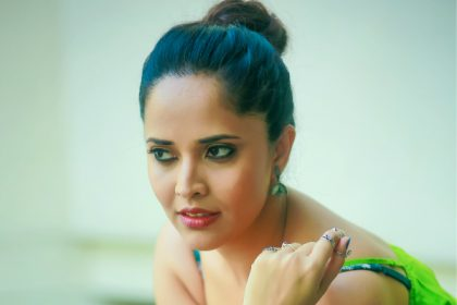 Anasuya to try comedy genre for the first time; To star in a dark comedy titled Sachindi Ra Gorre