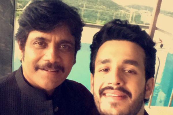Photo: Akhil Akkineni and father Nagarjuna Akkineni look a million bucks in this selfie