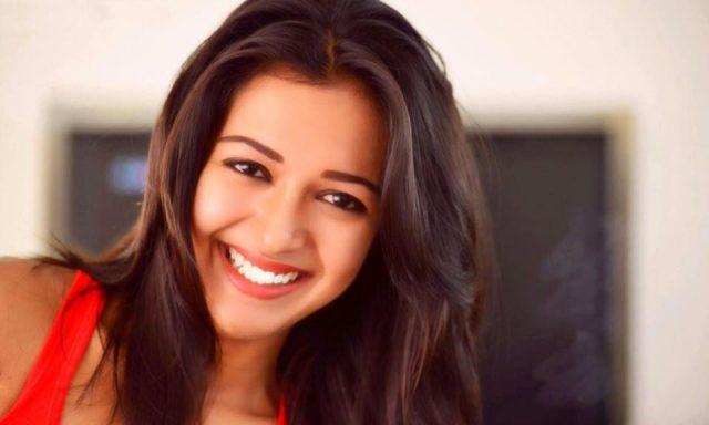 Kalakalappu 2 - Catherine Tresa joins the grand Star Cast