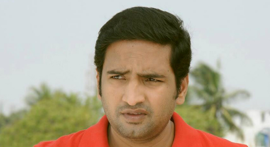 Actor Santhanam gets into a fistfight with a builder over a land deal; Gets injured