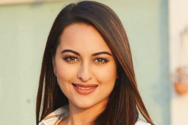 Sonakshi Sinha being considered for Vijay's upcoming film with AR Murugadoss?