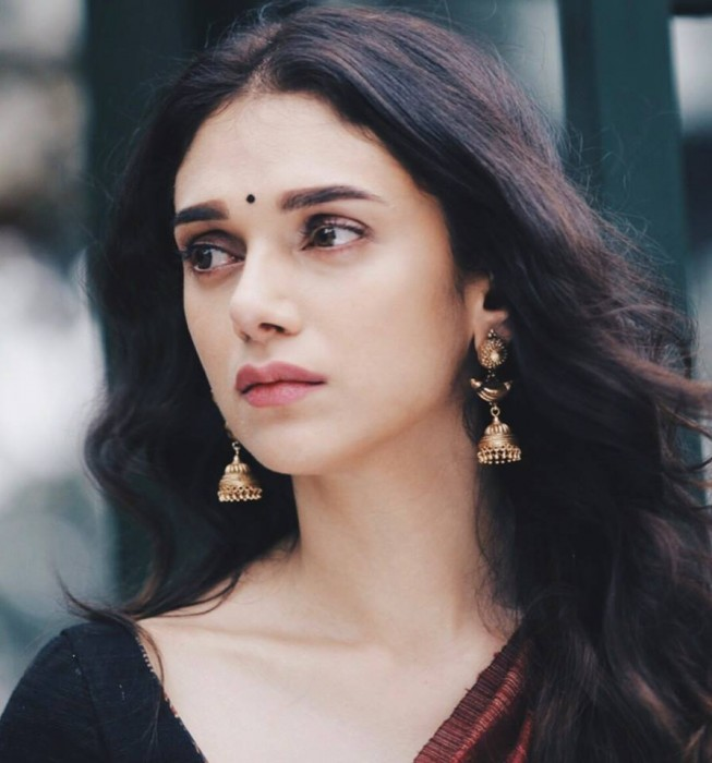 Aditi Rao Hydari to be awarded the Best Actress (Tamil) Award 2017!