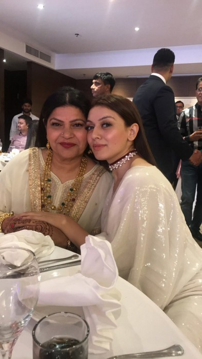 This photo of Hansika Motwani with her mother is heartwarming
