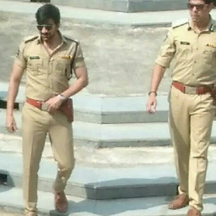 Viral News News And Photos: Photos: Ravi Teja's Cop Look From 'Touch Chesi Chudu' Is