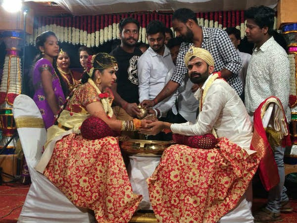 Loose Mada Yogesh and Sahitya s wedding pics - Photos, Images Loose mada yogesh family photo