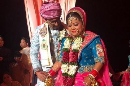 यहाँ देखिये अपनी शादी के दिन कैसी लग रही हैं भारती सिंह