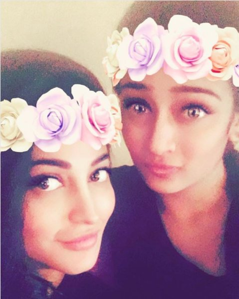 This adorable photo of Akshara an Shruti will give you major sibling goals