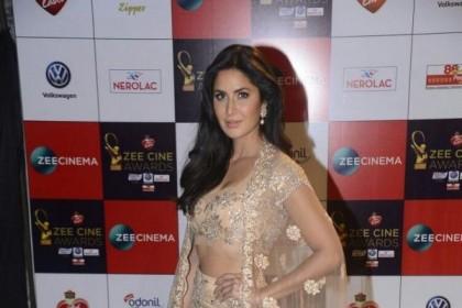 Zee Cine Awards 2017 में दिखा बॉलीवुड स्टार्स का हॉट और ग्लैमर लुक