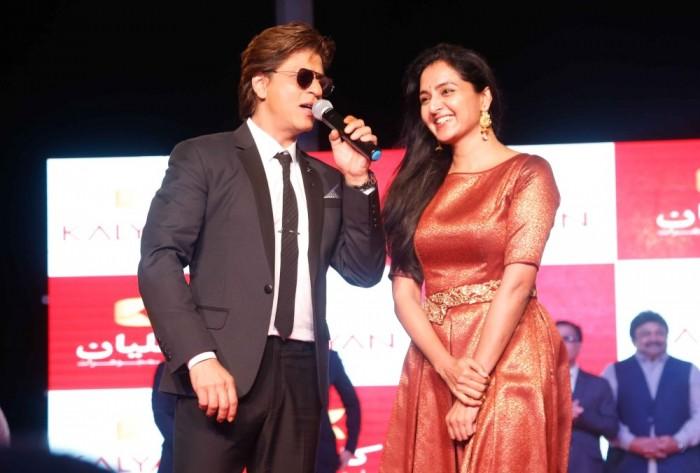 Malayalam actress Manju Warrier has a fan moment with 'Badshah' Shah Rukh Khan