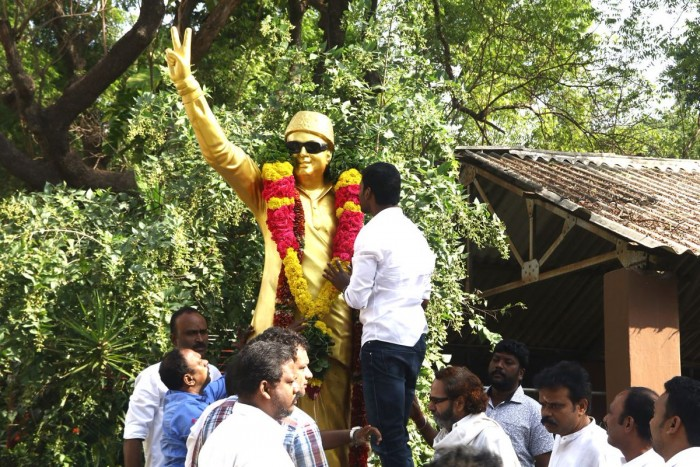 Photos: Vishal pays tribute to Sivaji Ganesan and MGR before filling his nomination for RK Nagar bypoll