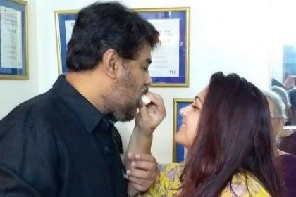 These photos of Sundar C and Khushboo will give you couple goals