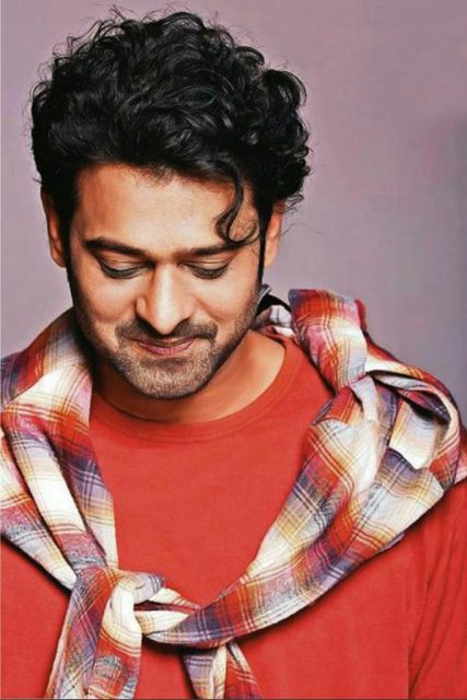 Prabhas to make his Bollywood debut with a love story
