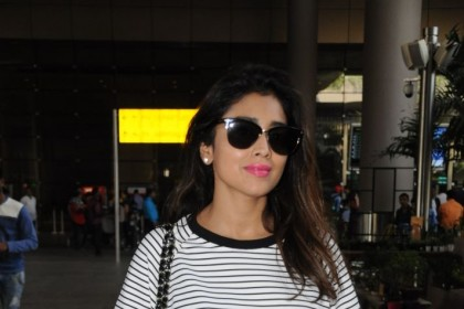 Photos: A lovely Shriya Saran at the Mumbai airport