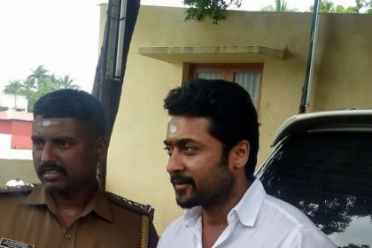 Photos: As 'Thaanaa Serndha Koottam' gets set to hit screens, Suriya offers prayers at a temple