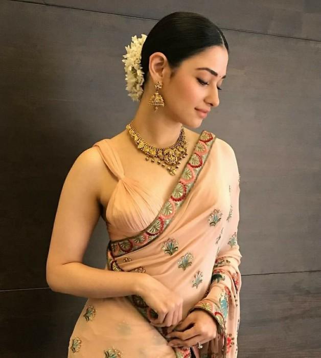 Photos: Tamannaah Sports A Classy Traditional Look As She
