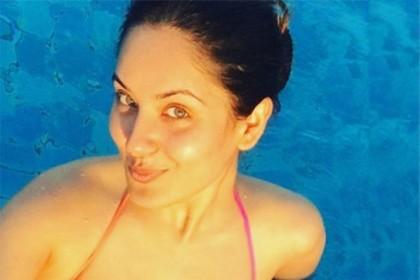 पूजा बैनर्जी ने इन्स्टा पर पोस्ट की बिकनी फोटो हुआ वायरल