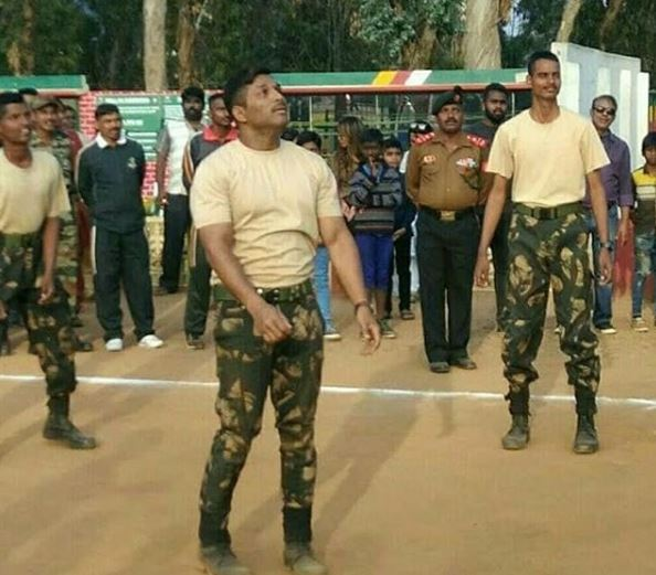Allu arjun hd images army