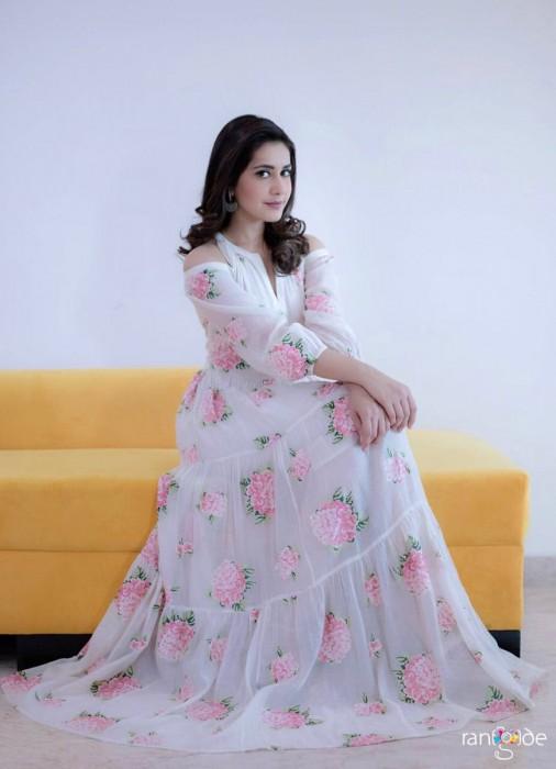 Photos: An elegant Raashi Khanna promotes Tholi Prema