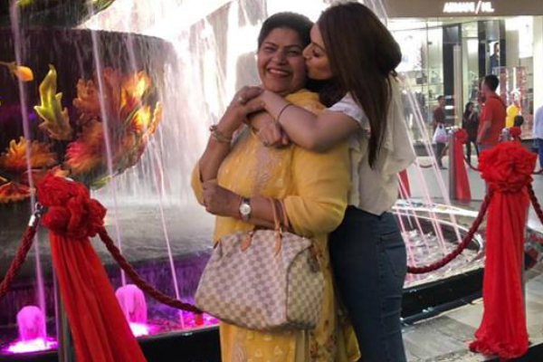 These photos of Hansika Motwani spending time with her mother in Malaysia are adorable