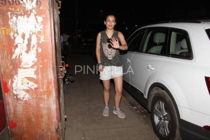 Photos: A Lovely Akshara Haasan spotted in Mumbai