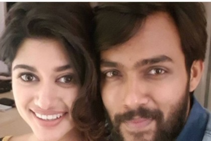 Oviya and Arav pose for the 'Bigg Boss' of all selfies