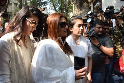 Photos: Sarika, Akshara and Shruti reach  Sridevi's residence to meet her grieving family