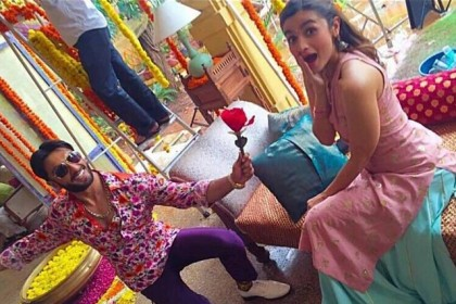 रणवीर सिंह और आलिया भट्ट अलगे साल वैलेंटाइन पर लायेंगे ये फिल्म..फर्स्ट लुक आया सामने