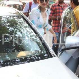 Photos: A pretty Hansika Motwani spotted in Mumbai