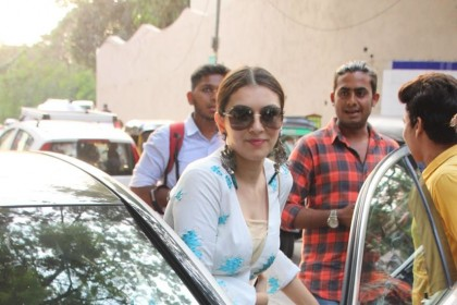 Photos: A pretty Hansika Motwani spotted in Mumbai