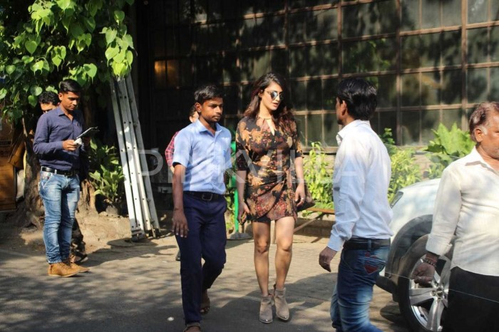 Photos: Shruti Haasan spotted at a popular café in Mumbai