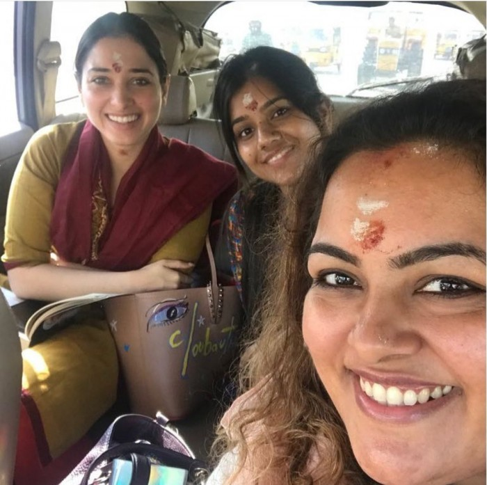 Photo: Tamannaah Bhatia offers payers at the Meenakshi Amman temple