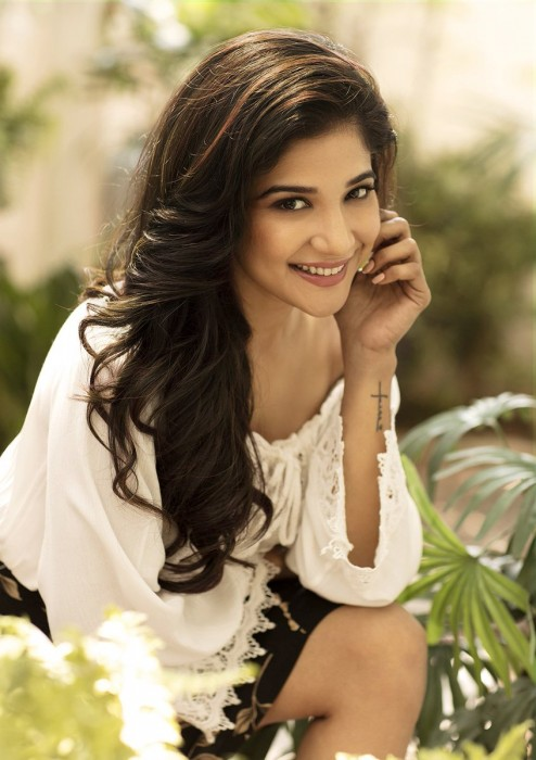 These photos of Kaala girl Sakshi Agarwal prove that she is a stunner