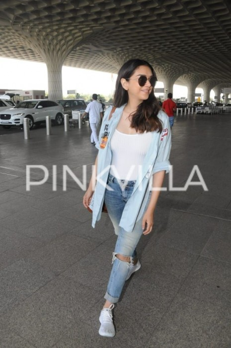 It's really great to see when celebrities dress up like any one of us would at the airport